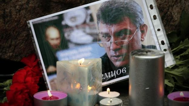 Russian President Vladimir Putin praises murdered opposition politician Boris Nemtsov and vows to bring his killers to justice.