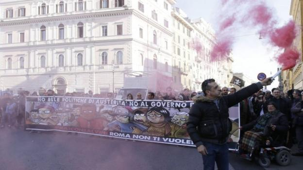 Thousands of supporters of Italy's Northern League, led by Matteo Salvini, pour into Rome for a rally against immigration and PM Matteo Renzi's rule.