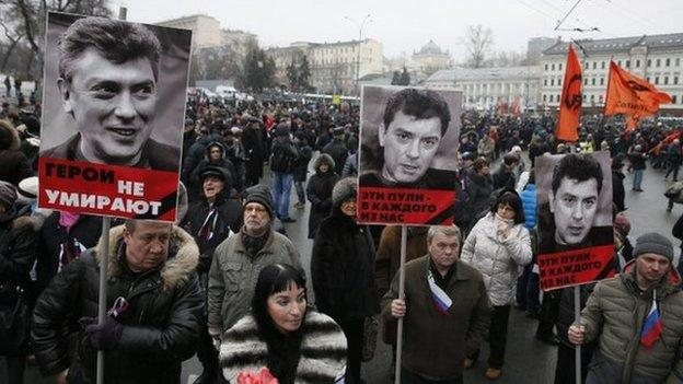 Thousands of people march in Moscow to honour opposition politician Boris Nemtsov, who was shot dead on Friday.