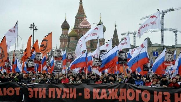 Tens of thousands of people march in Moscow to honour opposition politician Boris Nemtsov, who was shot dead on Friday.