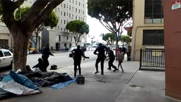 A video captures the moment three US police officers shoot dead a homeless man during a scuffle in the Skid Row area of central Los Angeles.