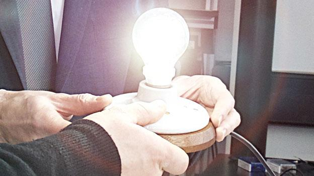 A light bulb made from graphene - said by its UK developers to be the first commercially viable consumer product using the super-strong carbon - is to go on sale later this year.