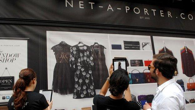 Italian online fashion retailer Yoox says it is in merger talks with London-based rival Net-a-Porter.