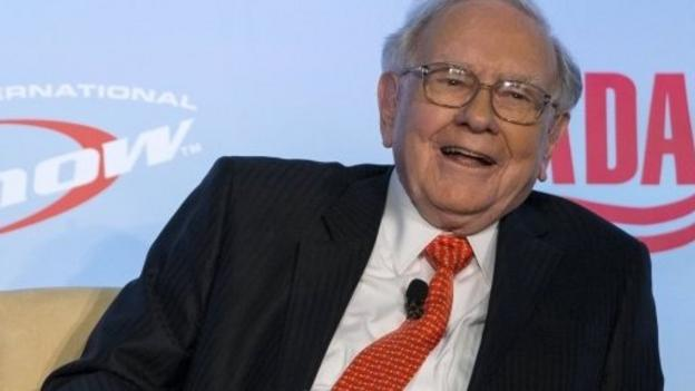 The billionaire investor, Warren Buffett, says if he ran the US Federal Reserve, he wouldn't raise interest rates significantly.