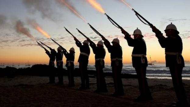 Australia and New Zealand hold dawn ceremonies in Turkey in honour of soldiers who fought at Gallipoli 100 years ago.