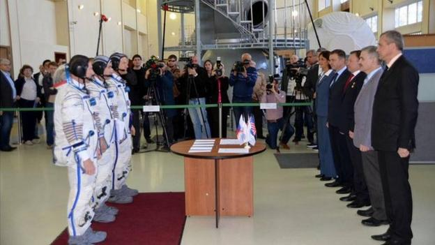 British astronaut Tim Peake passes his final Soyuz exam, as he prepares for November's mission to the space station.