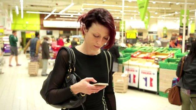 A first-of-its-kind lighting system has been installed at a supermarket that tells an app where shoppers are standing and which way they are facing.