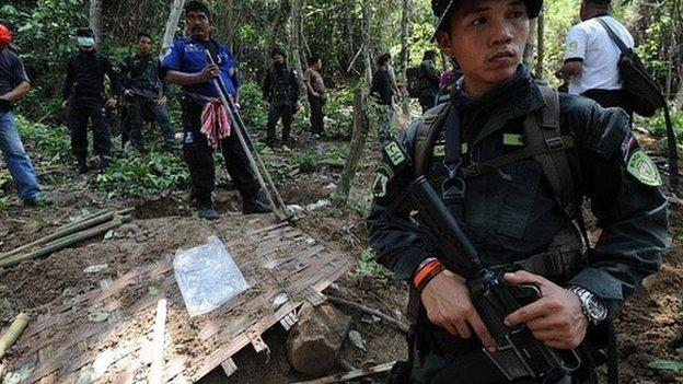 A total of 139 grave sites of suspected migrants have been found in 28 trafficking camps close to Malaysia's border with Thailand, police say.
