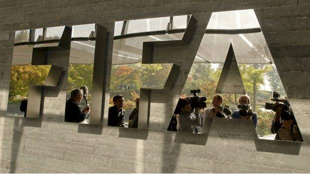 Six football officials are arrested on corruption charges at governing body Fifa, as Swiss prosecutors launch a criminal case into the 2018 and 2022 World Cup bids.