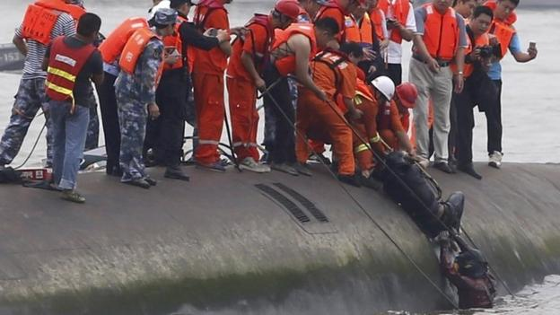 "Chinese rescuers are in a ""race against time"" to find survivors among hundreds of people missing in a capsized cruise ship on the Yangtze River."