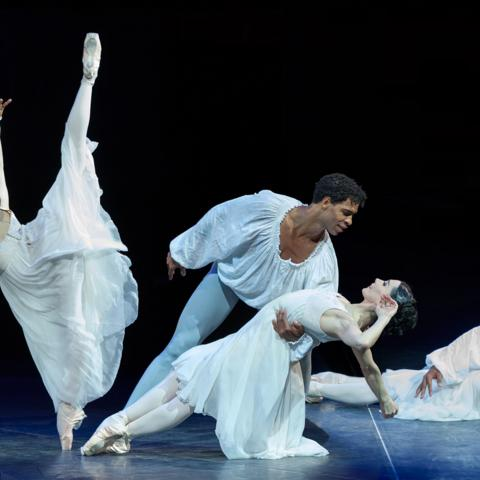Tamara Rojo and Carlos Acosta performing Romeo and Juliet (Credit: Alamy)