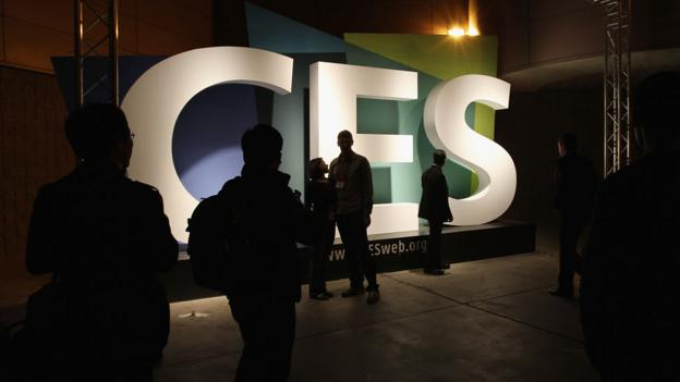 Silhouettes in front of a CES sign (Copyright: Getty Images)