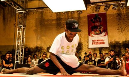 One of the dancers competing at the Vidigal favela shows off his flexibility.