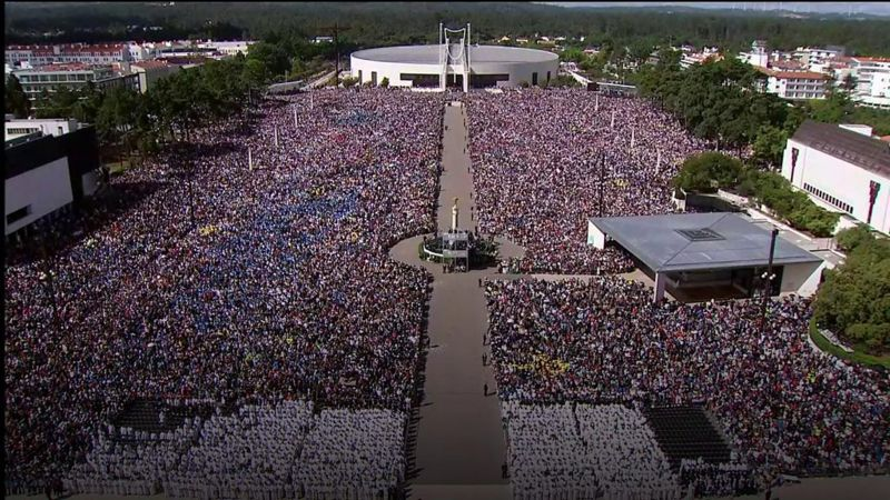 Hundreds of thousands greeted the Pope at the Fatima shrine complex in Portugal