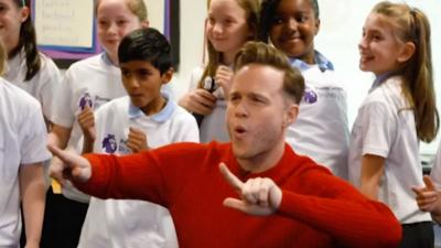 MOTD Kickabout - Olly Murs goes back to school!