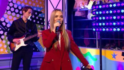 Saturday Mash-Up! - Hannah Jane Lewis sings Lemonade