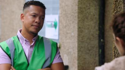 The Dumping Ground - Scott tries to help at the food bank