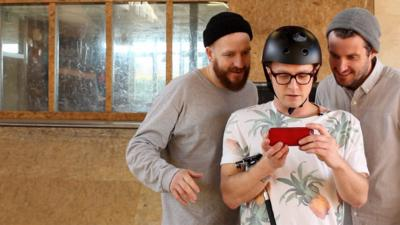 Art Ninja - Ricky makes an animation - on a skateboard!