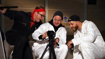 Art Ninja - Ricky shows off a cool photo trick