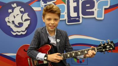 Blue Peter - How to play guitar with Toby Lee