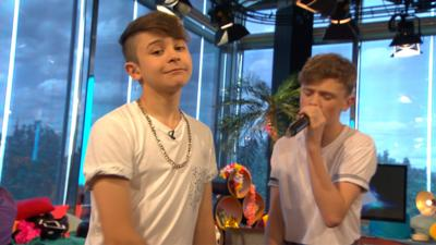Friday Download - Bars and Melody perform Bills