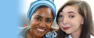 A girl sat next to a woman and they are both smiling, Nikki Lilly and Nadiya Hussain.