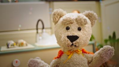 CBeebies Radio - Teddles – Grubby Paws