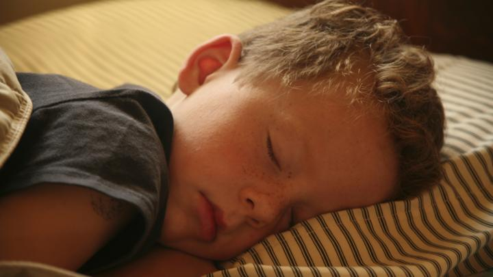 Childrens Sleep Problems Linked To >> Good Nights How To Handle Older Children S Sleep Problems