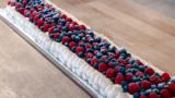 Meringue tranche with berries and cream