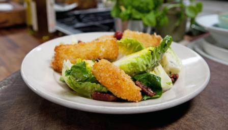 Cheese nuggets with grape chutney and pecan salad