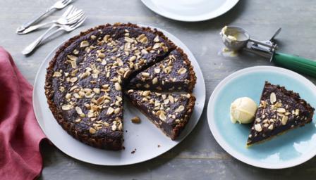 Crisp, chocolate and salted peanut tart