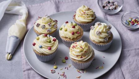 Easy vanilla cupcakes recipe - BBC Food