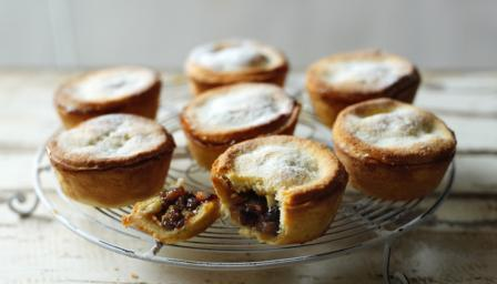 Paul hollywood s mince pies recipe bbc food for English mincemeat recipe