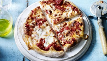 Easy margherita pizza recipe bbc food forumfinder Image collections