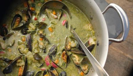 Summer vegetable soup with mussels