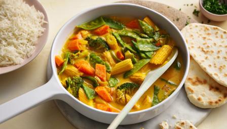Veggie korma with naan