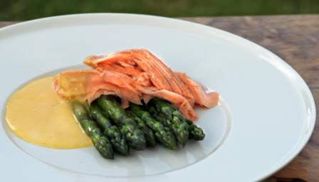 Wild salmon with English asparagus and hollandaise sauce