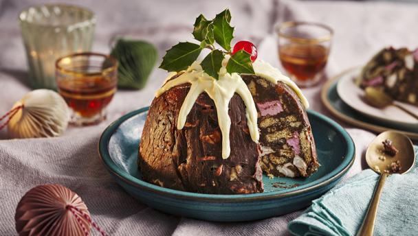 Christmas pudding fridge cake