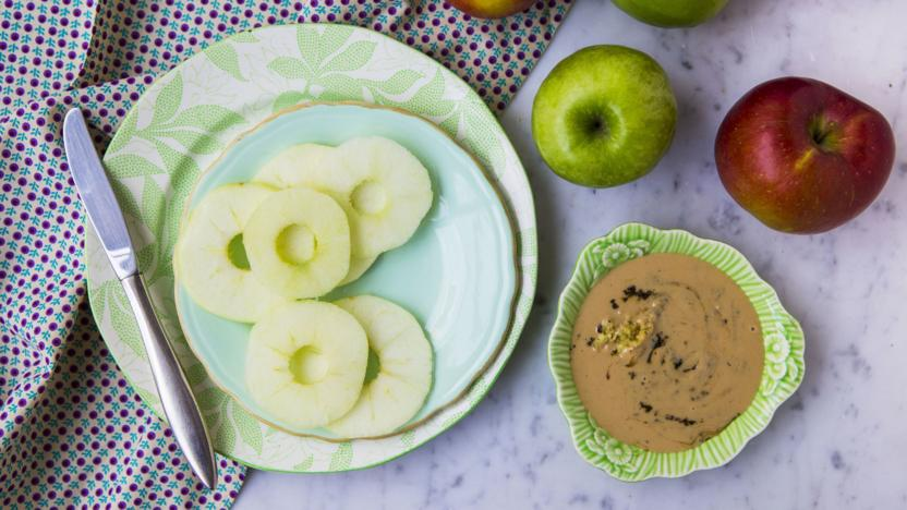 Apple rings with ginger, lemon and black pepper tahini spread