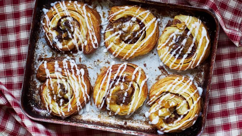 Apple, sultana and cinnamon swirls