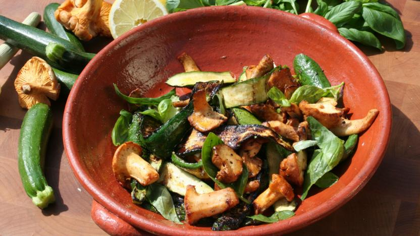 Baby courgettes and chanterelle mushrooms with basil