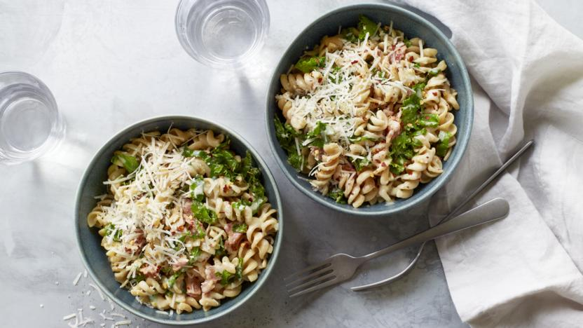 Bacon and kale pasta