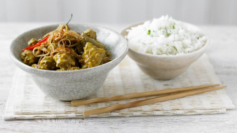 Beef rendang with herby rice