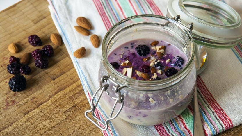 Blackberry crumble overnight oats