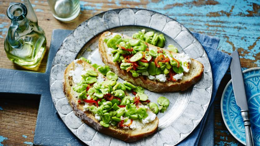 Broad bean and goats' cheese bruschetta