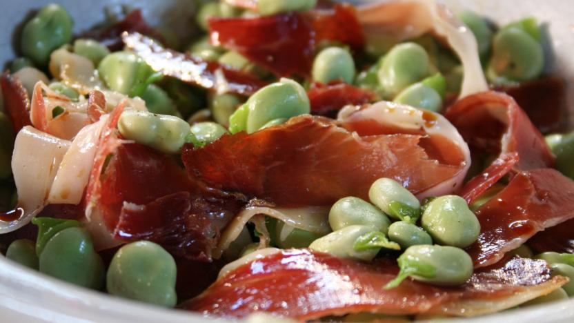 Broad beans with jamon Ibérico
