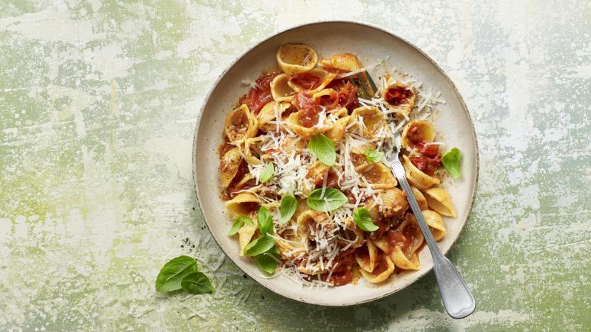 Butter-roasted cherry tomato pasta