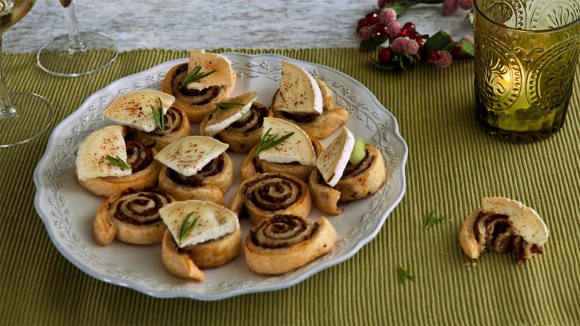 Caramelised red onion and goats' cheese swirls