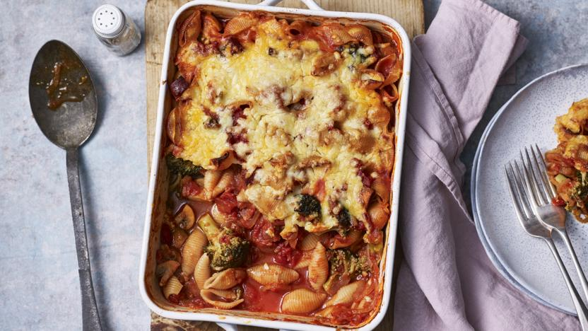 Cheesy chorizo, tomato and broccoli pasta bake
