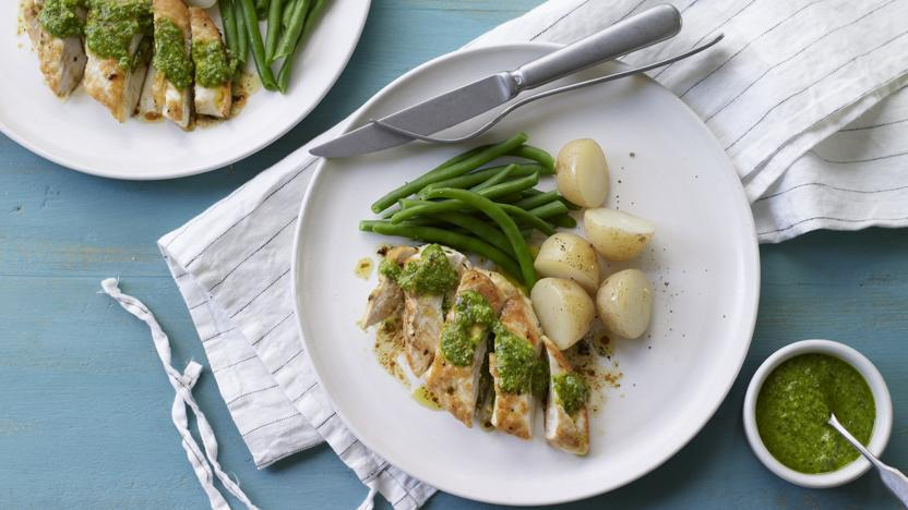 Chicken with pesto, new potatoes and green beans